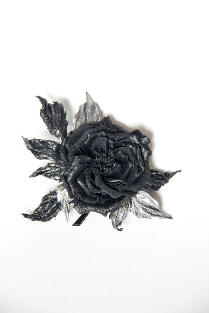 #кожа#цветыизкожи#натуральнаякожа#цветок#брошьизкожи#кожаныеаксессуары#цветы#украшенияручнойработы#роза