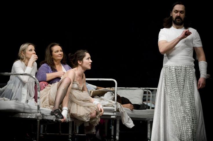 """#AnnaDymna na scenie, fot. Bartłomiej Sowa /spektakl """"Trylogia"""", archiwum Starego Teatru #teatr"""