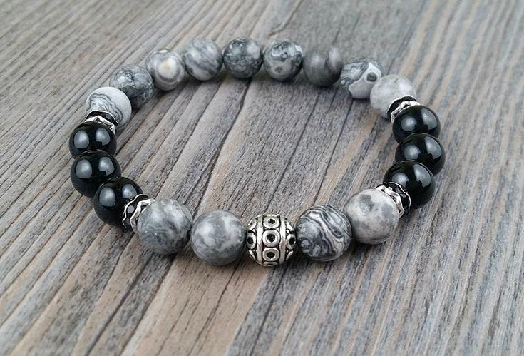 Bracelet agate grises et tourmaline noire 8mm avec cristaux noirs et boule argent motifs tibétains de la boutique BijouxDesignselect sur Etsy