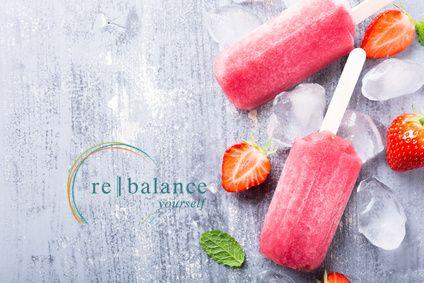 Εύκολο παγωτό ξυλάκι φράουλα χαμηλών υδατανθράκων