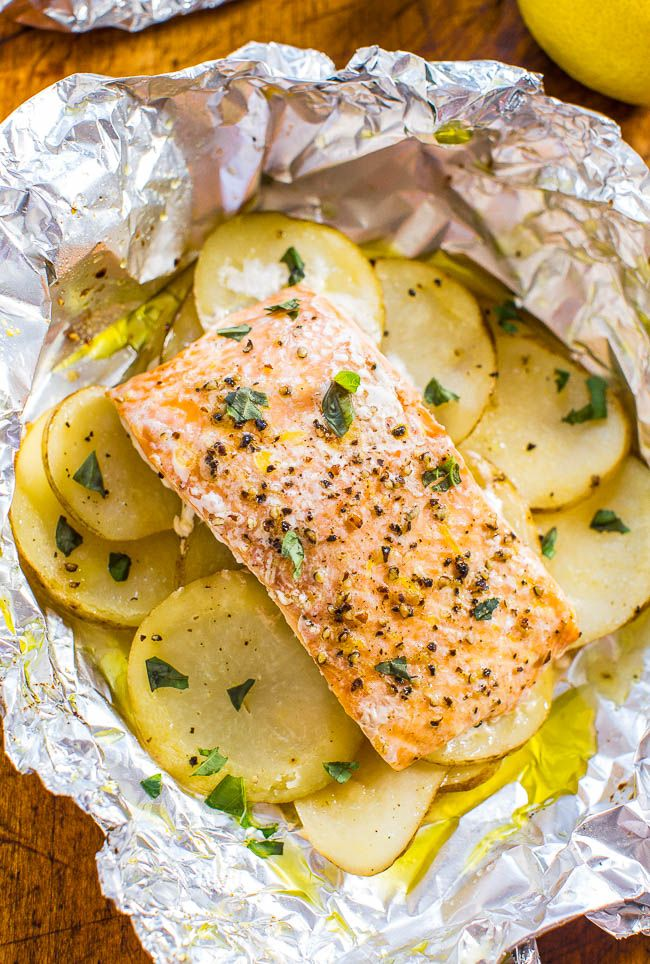 Clean Eating Easy Salmon and Potato Foil Packets Recipe plus 24 more of the best Clean Eating baked fish recipes