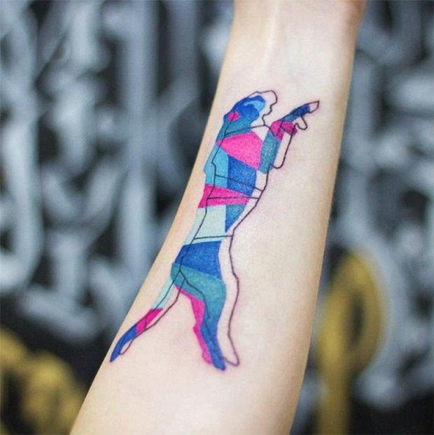 """Ilustração, design, animação e """"entusiasta de tatuagens"""". É assim que Dogma Acidouss, também conhecida como 23Dogma, define seu trabalho. A artista polonesa cria desenhos originais bem diferentes do que costumamos ver por aí."""