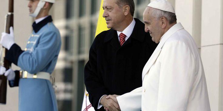 """GELO TRA TURCHIA E VATICANO  """"Non ripeta questo errore"""". Con queste parole dure, il presidente della Turchia, Erdogan, ha condannato le parole del Pontefice Bergoglio sul genocidio perpetrato dai turchi a danno della popolazione armena cento anni fa."""