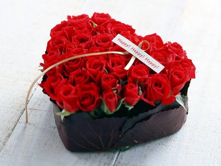 Красные розы на 8 марта в коробке в форме сердца