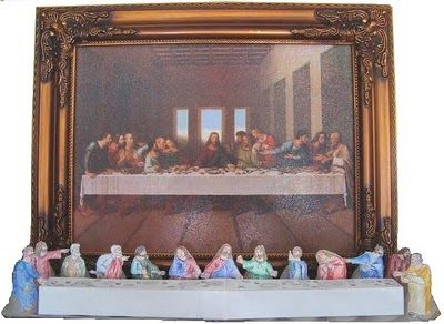 EASY Last Supper craft. Printables are free- just glue them around an egg carton and voila! (from Catholic Icing)