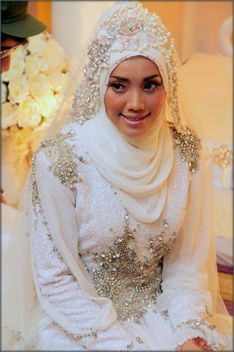 wedding dress by hatta dolmat