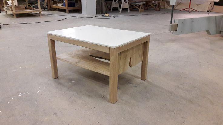Fabrication d'une table basse, piétement en chêne et plateau en résine Solide Surface