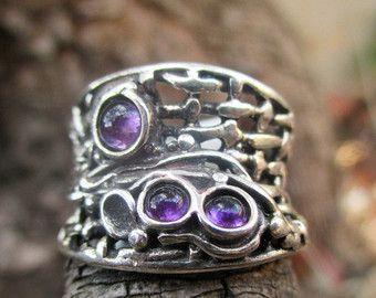 De Porans nueva colección---> único anillo de plata con ópalo azul 3.  lanzamiento oferta 15% de descuento!!!! $65 en vez de $76(for a limited time)  Dimensiones: Max Width: 0,59 pulgadas Puede ser cualquier tamaño que usted necesita. disponible con muchas otras piedras.  Por favor en contacto conmigo para cualquier pregunta.  VISITE nuestra tienda de relojes de plata: http://www.etsy.com/shop/PoransWatches  nuestra tienda de joyería en Etsy: http://www.etsy.com/shop/Porans  Gracias por…