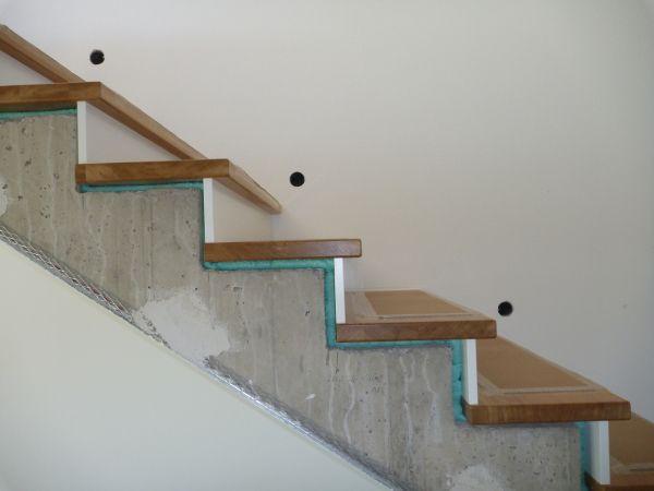 die besten 25 setzstufen ideen auf pinterest wei e treppe sarggeburt und handlauf eiche. Black Bedroom Furniture Sets. Home Design Ideas