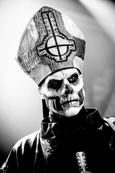 Papa Emeritus II / Ghost. Fotos - Ghost live, Köln 2013: Intro Magazin