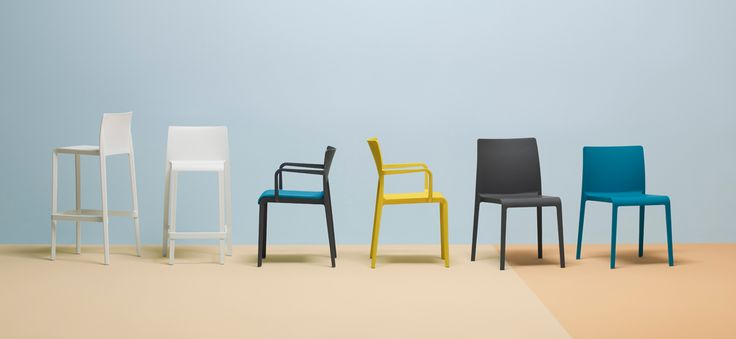 Sedia e sgabelli VOLT di Pedrali, partner comerciale di Zambon Frigotecnica.