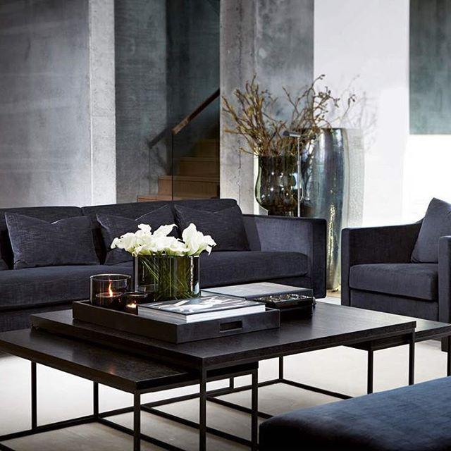 To av høstens møbelnyheter, Austin sofa og Chalie stol, vist i dyp blå velour. #slettvoll