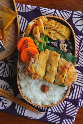 白米 鶏肉の塩焼き 青葱入り卵焼き 水前寺菜とツナの炒め物 ピーマンと茗荷の炒め物 蓮根の黒酢きんぴら 人参の甘煮
