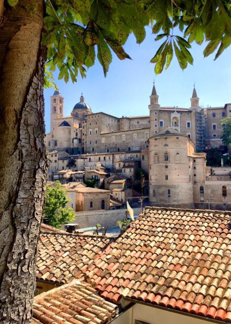 Urbino is one of the most suggestive Middle Ages' cities of Italy. | Sogno Italiano