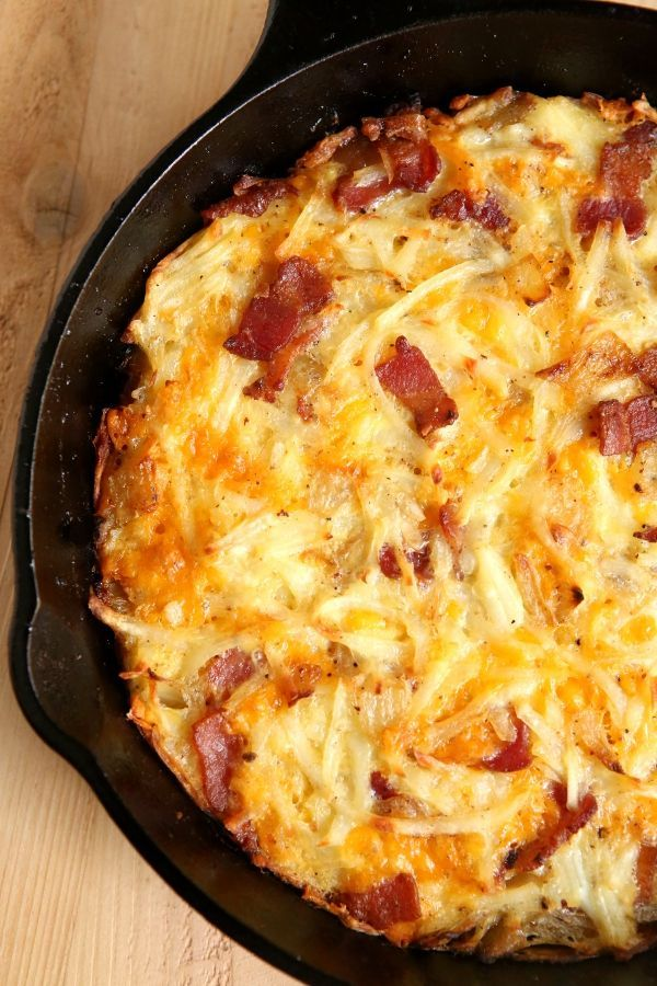Cheesy Bacon Hash Brown Pie...Bacon, cheddar cheese and hash browns baked until crispy make for a delicious breakfast pie!!