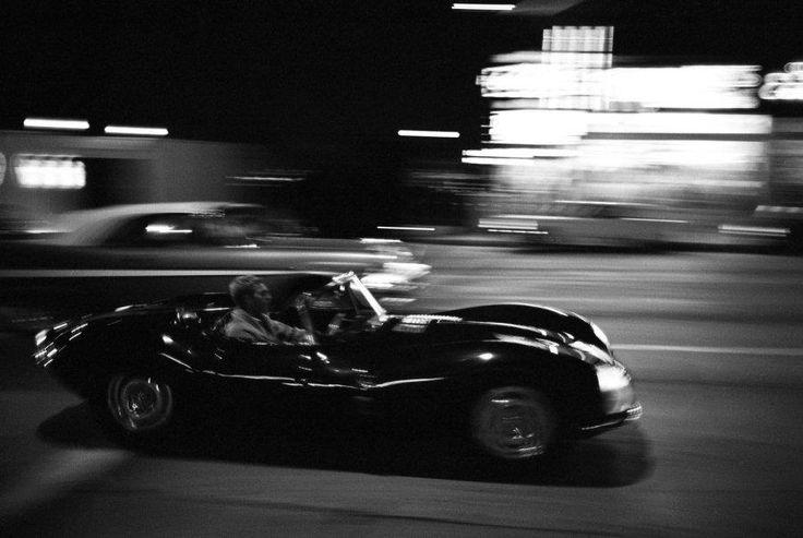 Steve McQueen dans sa Jaguar