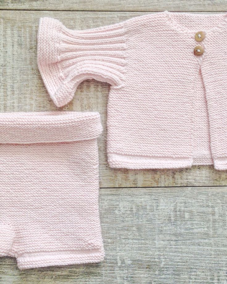 Newborn outfit for girls!   Designed and knitted by I Love Tricoté.  #babyknits #newborn #handknitted