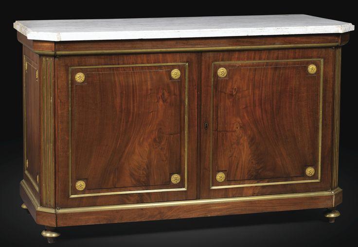 Paire de meubles d'appui en acajou et placage d'acajou, travail étranger, probablement allemand, de la fin du XVIIIe/début du XIXe siècle   Lot   Sotheby's