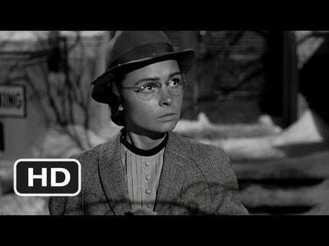 """It's a Wonderful Life (1946) = Que bello es vivir / Frank Capra. John pregunta por Mary: -- """"No te va a gustar, es una soltera, nunca se casó. Está a punto de cerrar la biblioteca"""""""