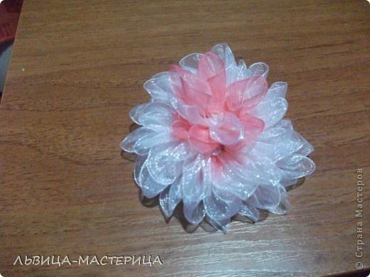 Цветок из капроновых лент.