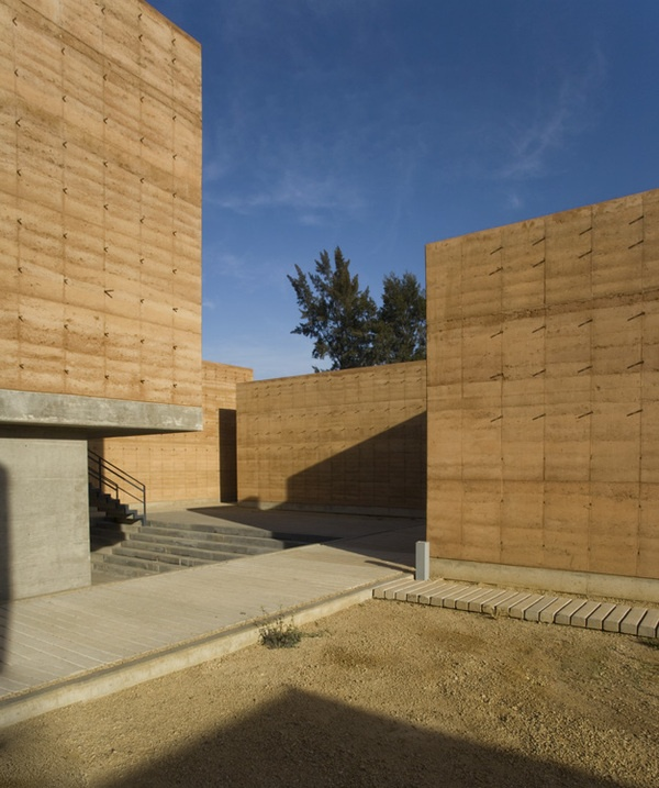 Mexican Architecture is so beautiful. Escuela de Artes Plasticas by Maurico Rocha , via Behance