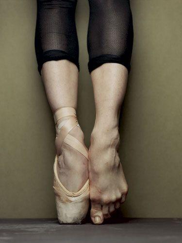 Pés deformados dos que se dedicam à dança clássica - ballet - .