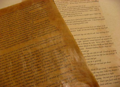 カンタン♪蝋引き(ろうびき)や紅茶染めで「紙タグ」づくりに挑戦しよう☆
