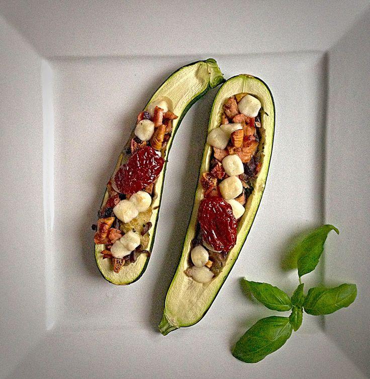 Prawie Perfekcyjna Pani Domu: Cukinia nadziewana łososiem, figami i serem kozim
