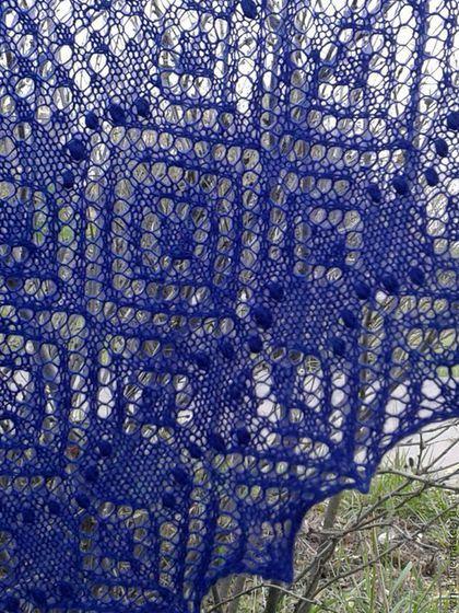 Шали, палантины ручной работы. Вязаная шаль из шерсти Перекати-поле темно-синяя. KnitLaceDreams Венера Шарипова. Ярмарка Мастеров.