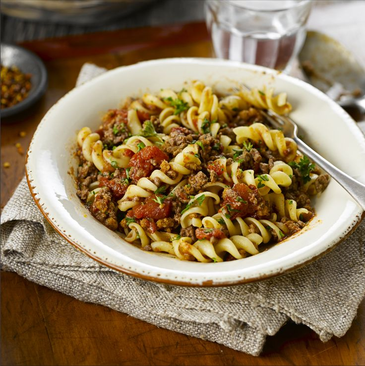 All-Bran™ Rotini with Tomato Beef Sauce Recipe - Who can say 'no' to pasta night? Definitely no one when your noodles are coated in this thick and meaty sauce. #AllBran #Recipe #Rotini #Italian #MeatLovers #Fibre