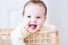Ihr Baby wird ein Mädchen & Sie suchen nach Mädchen-Vornamen? In unserer Datenbank zu weiblichen Vornamen finden Sie bestimmt einen schönen Namen!