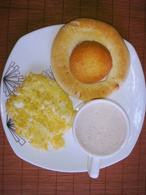"Scrambled eggs, ""buñuelo"", ""pan de queso"" and hot chocolate. Typical paisa breakfast."