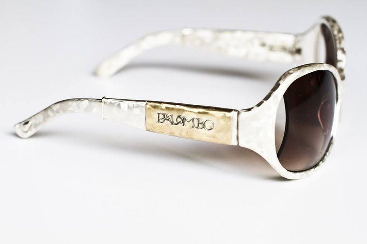 Sempre in relazione alle polemiche sulla delocalizzazione oggi non vi parleremo di lusso ma di superlusso autenticamente #MadeinTuscany ! È il caso degli #occhiali da sole in #oro massiccio Palombo, ideati e prodotti artigianalmente in seno all'azienda aretina Onivars. A buon intenditor poche parole. http://tinyurl.com/qewjdzw