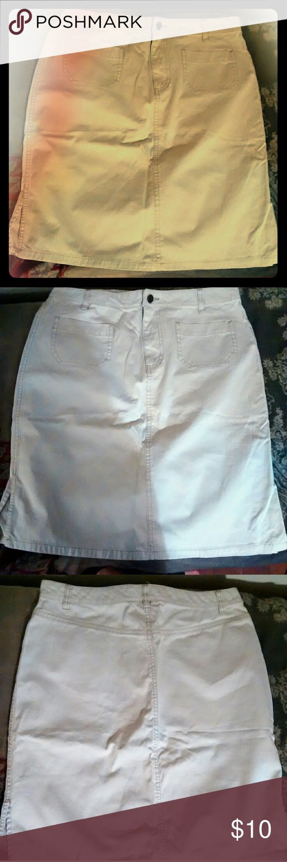 Women's Old Navy Skirt 10 Ivory/cream colored 100% cotton skirt. Size 10. Zip and button up. Front pockets. Slits on sides. Comes above the knee. Classic. Great for spring! Excellent condition! Old Navy Skirts