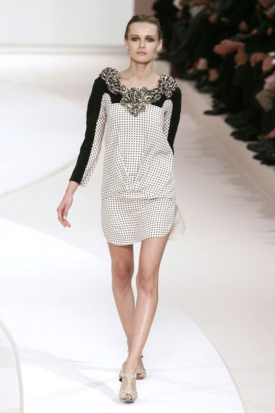 Valentino at Paris Fashion Week Spring 2009 - Runway Photos