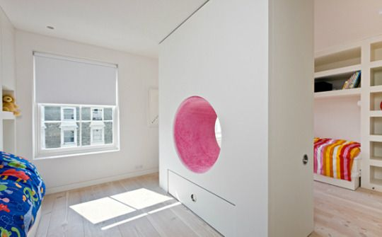 Kamer delen? Wand middenin met grote ronde leesplek en veel opbergruimte #smart