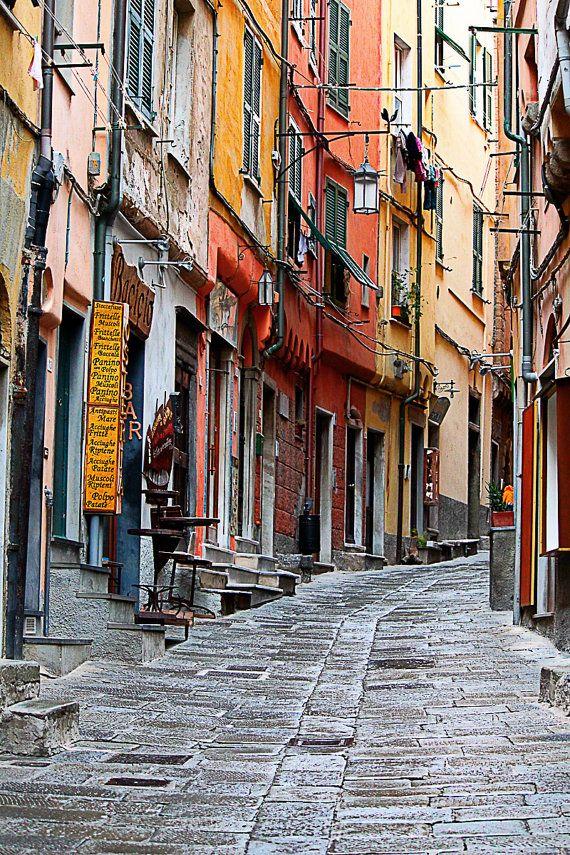 PORTOVENERE Strade d'Italia - Italian vicolo Photo - fotografia, Italia, paesaggio urbano fotografia di viaggio on Etsy, 26,02€