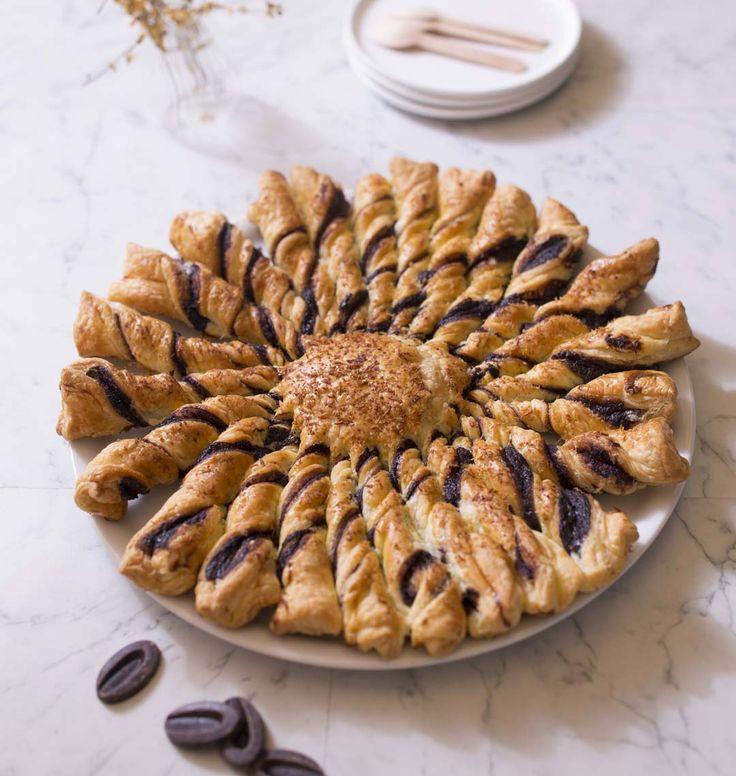 Une nouvelle tarte soleil en version sucrée que vous allez adorer ! Les plus pressés mettront du nutella. J'ai préféré faire une ganache maison au chocolat et lait de coco. Un délice !
