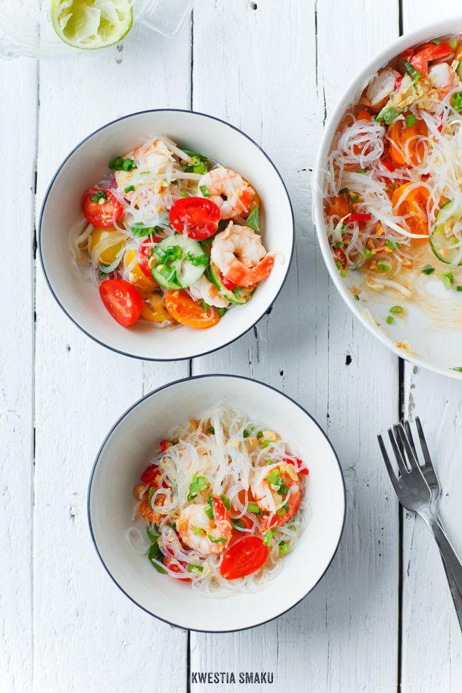 Thai Salad with Rice Noodles, Prawns, & Cherry Tomatoes | Kwestia Smaku