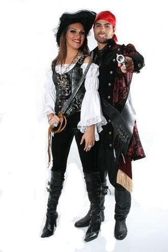 Veja mais informações de Fantasia Casal Piratas 4