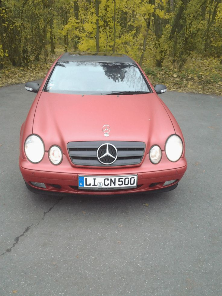 schöner Mercedes Benz CLK 320 in matt rot Foliert