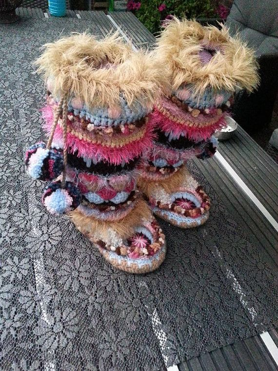 English written own Pattern !!!!!!  Pattern only !!    30 p. With pictures description touring touring and count pattern.    Funky Freeform Slippers.