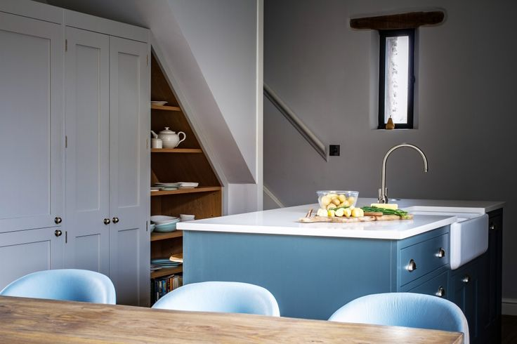 Nestled in the countryside between Bristol and Bath, this classic Shaker kitchen is perfectly at home in this stunning barn conversion.The painted oak cabinetry is teamed beautifully with the chunky original features of the barn, and the rustic nature of the surrounding furniture. Built to perfectly fit the gradient of the staircase above, the under-stairs …
