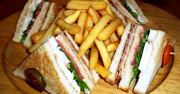 Τέλειο club sandwich με κοτόπουλο φιλέτο, κλαμπ σάντουιτς με κοτόπουλο
