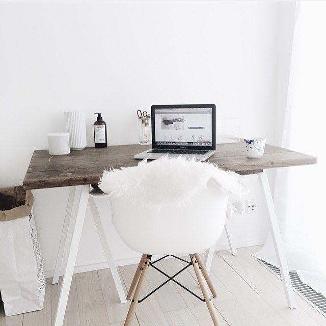 Nice workspace inspiration by @joy_a_holum #ilovemyinterior