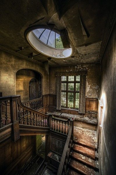 Beautiful old mansion staircase, see the skylight ❣✴❇✳