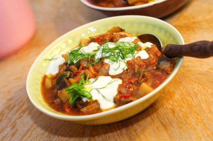 Saksuka ist ein türkischer Auberginen-Schmortopf … und weil man den leider selten am Dönerstand bekommt, haben wir hier unser Rezept dafür.