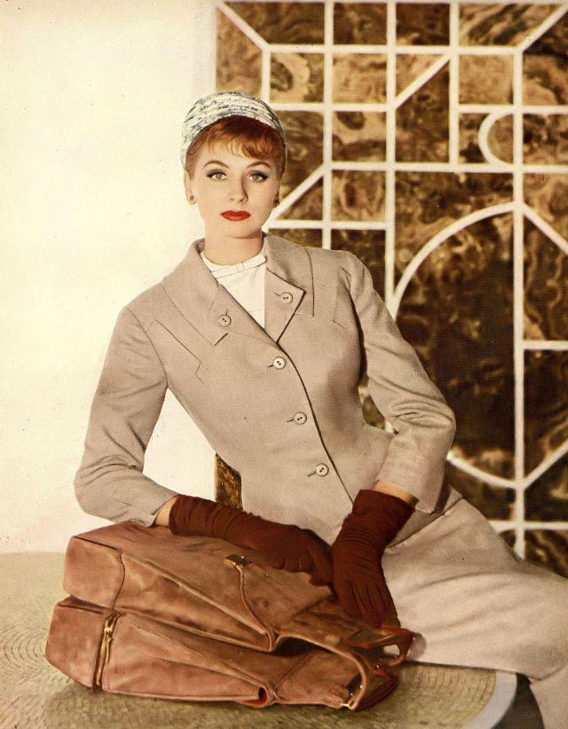 40 Stunning Photos Of 1950s Beauties Wearing Unique Hats Designed By Emme And Adolfo Vintage Everyday Vogue Vintage Fotografía De Moda Vintage Estilo Vintage