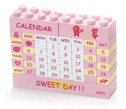 """Do you still use a paper calendar? Come on, do it yourself! Create your own desktop calendar with this unique puzzle calendar made up of """"Lego"""" type building bl"""
