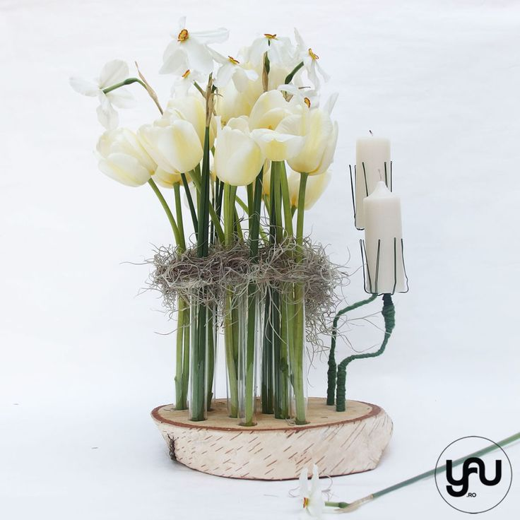 Aranjament flori albe NARCISE si LALELE yauconcept elenatoader